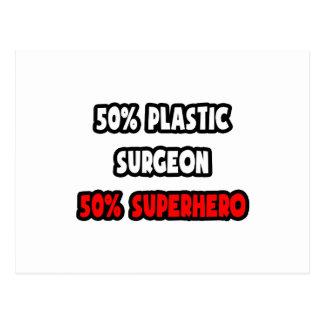 Medio super héroe del cirujano plástico… a medias tarjetas postales