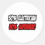 Medio super héroe del electricista… a medias pegatina redonda
