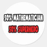 Medio super héroe del matemático… a medias etiqueta redonda