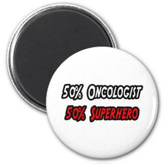 Medio super héroe del medio oncólogo imán redondo 5 cm
