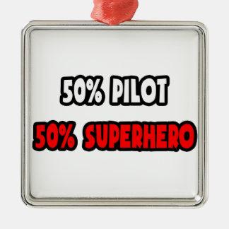 Medio super héroe del piloto… a medias adorno para reyes