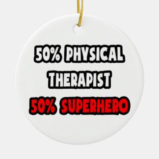 Medio super héroe del terapeuta físico… a medias adorno