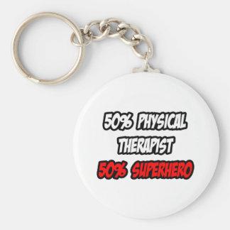 Medio super héroe del terapeuta físico… a medias llavero