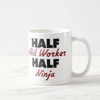 Medio trabajador de ayuda medio Ninja Taza De Café