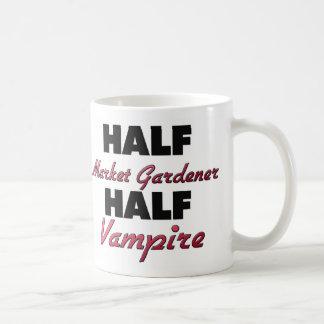 Medio vampiro del jardinero de mercado medio taza básica blanca