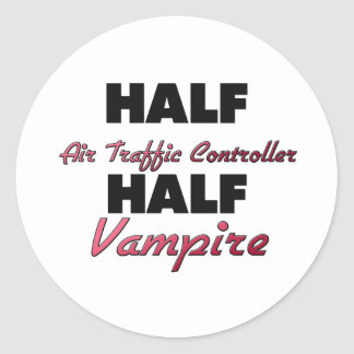 Medio vampiro del medio controlador aéreo etiqueta redonda