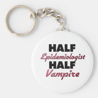 Medio vampiro del medio epidemiólogo llaveros personalizados