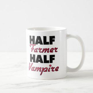 Medio vampiro del medio granjero taza básica blanca