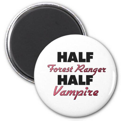 Medio vampiro del medio guardabosques del bosque imanes de nevera