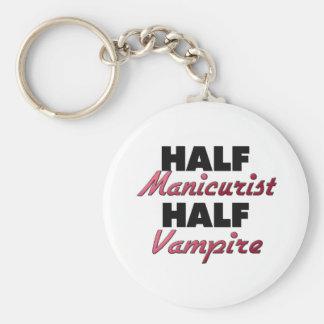 Medio vampiro del medio manicuro llaveros