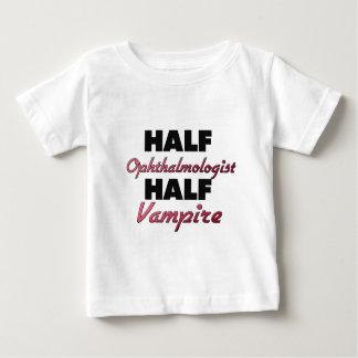 Medio vampiro del medio oftalmólogo playera