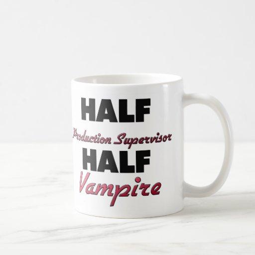Medio vampiro del medio supervisor de la taza básica blanca