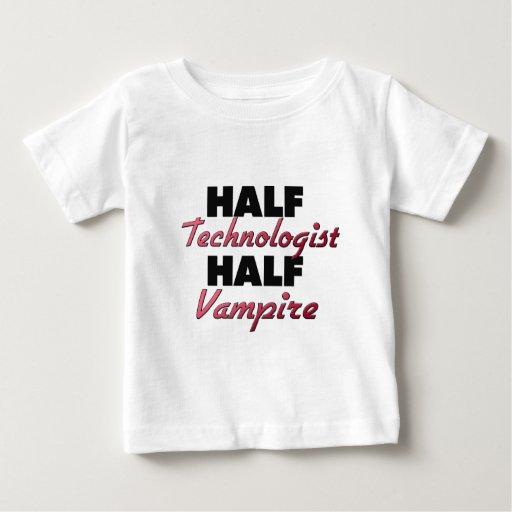 Medio vampiro del medio tecnólogo playera