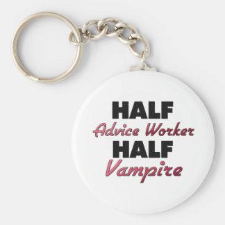 Medio vampiro del medio trabajador del consejo llavero personalizado