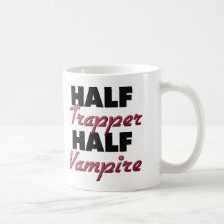 Medio vampiro del medio trampero taza básica blanca