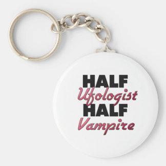 Medio vampiro del medio Ufologist Llavero Personalizado
