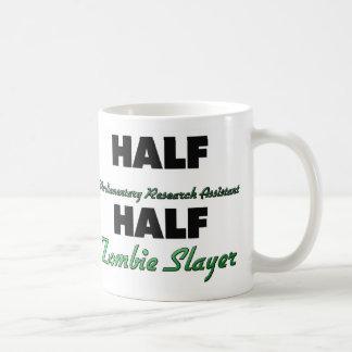 Medio zombi parlamentario del asistente de investi taza de café