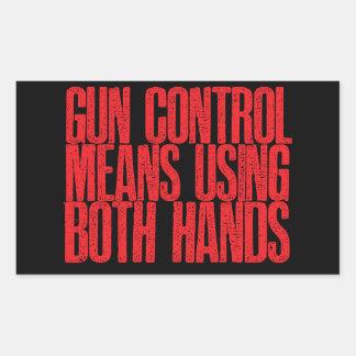 Medios del control de armas usando ambas manos rectangular altavoces