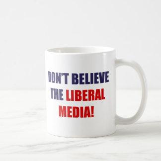 Medios liberales tazas de café