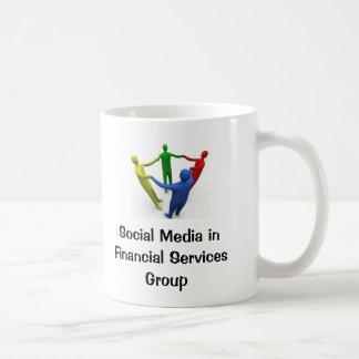 Medios sociales en taza de los servicios