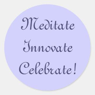 ¡Meditate innovan celebran! Pegatina Redonda