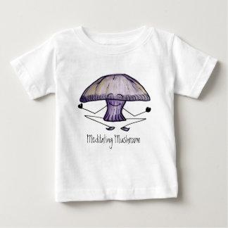 Meditating Mushroom, tee