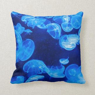 Medusas azules almohadas