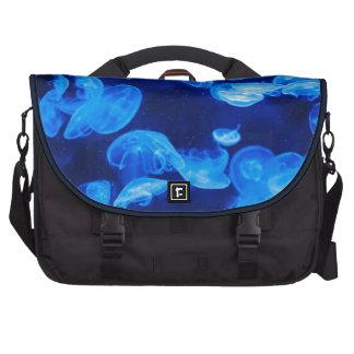 Medusas azules subacuáticas bolsas de portatil
