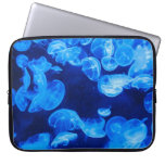 Medusas azules subacuáticas fundas computadoras