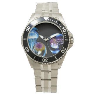 Medusas que brillan intensamente reloj