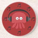 Medusas rojas de DJ, auriculares y notas musicales Posavasos Cerveza
