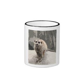 Meerkat lindo, curioso taza de dos colores