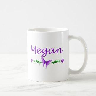 Megan (mariposa púrpura) taza básica blanca