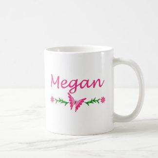 Megan (mariposa rosada) taza básica blanca