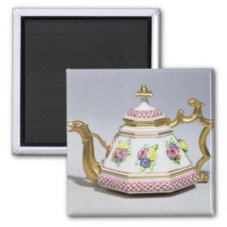 Meissen octagonal teapot, c.1718 magnet