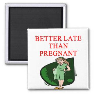 mejore tarde que embarazada imán cuadrado