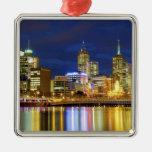 Melbourne, Australia. Una opinión de la noche de Adorno Cuadrado Plateado