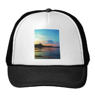 Melocotón y puesta del sol azul en el lago de la gorras