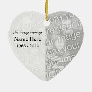 Memoria cariñosa conmemorativa del ornamento el   adorno de cerámica en forma de corazón