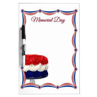Memorial Day blanco y azul rojo de la torta del em Pizarras Blancas De Calidad