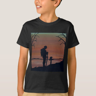 Memorial, Veternas Day, silhouette solider at grav T-Shirt