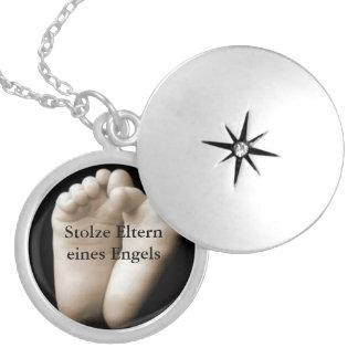 Memory chain round locket necklace