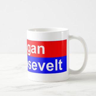 Menos Reagan más Roosevelt horizontal Taza De Café