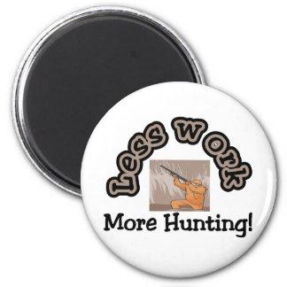 Menos trabajo, más camisetas de la caza y regalos imán redondo 5 cm