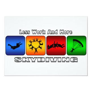 """Menos trabajo y más Skydiving Invitación 5"""" X 7"""""""