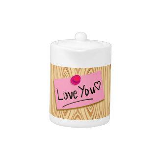 Mensaje dulce del amor en post-it rosado en el pan