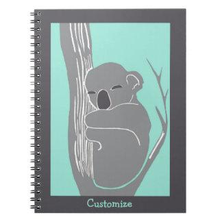 Menta de encargo de la koala el dormir y cuaderno