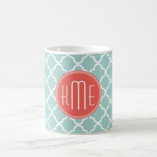 Menta y Quatrefoil coralino con el monograma de en Tazas De Café