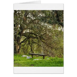 Mente reservada, tiempo reservado debajo de un árb tarjeta de felicitación