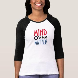Mente sobre la camiseta de la materia